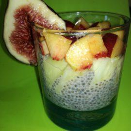 Budincă de chia cu fructe